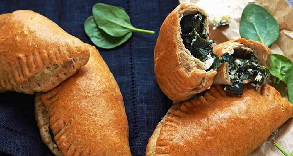 Piroger med spinat og fetaost