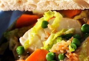Klar fiskesuppe med ris