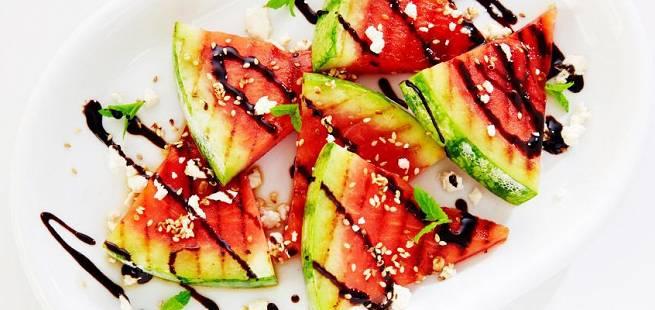 Grillet vannmelon med sesamfrø og balsamico