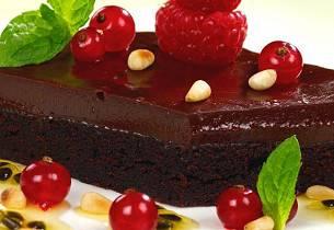 Sjokoladetrøffelkake med pinjekjerner