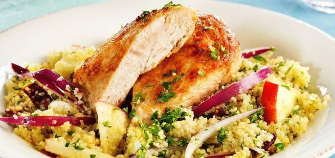 Kylling med couscous- og eplesalat