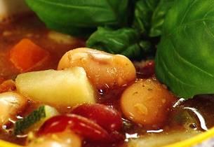 Grønnsakssuppe med pistou og bønner