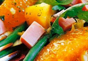 Fargerik salat med skinke