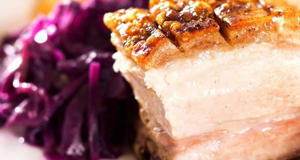 Teryakimarinert svineribbe med rødvinskokt rødkål, smørdampet spinat og grevinnepoteter