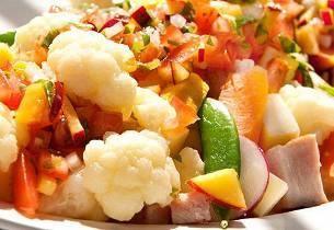 Lun salat med blomkål og fersk salsa