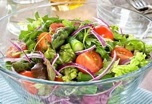 Frisk salat med asparges