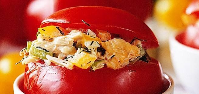 Fylte tomater med kyllingsalat