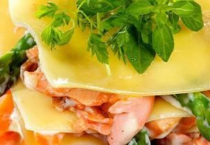 Lasagne med laks, asparges og gulrøtter