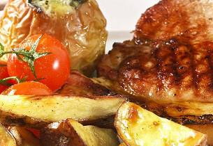 Sommerkoteletter med bakt eple