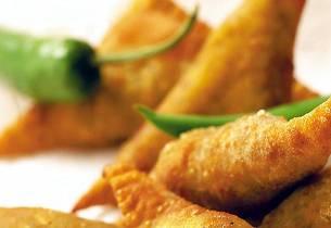 Samoosas (frityrstekte oksekjøttposteier)