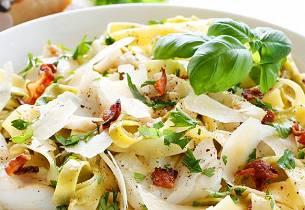 Pasta carbonara med torsk og bacon