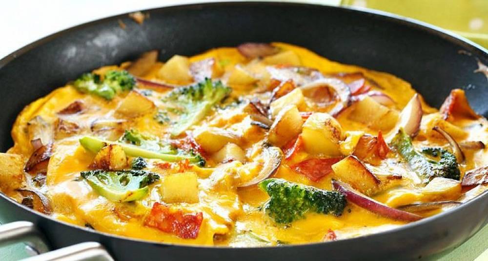 Spansk potetomelett med chorizo og brokkoli