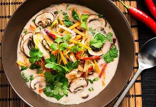 Asiatisk grønnsaksuppe med kylling