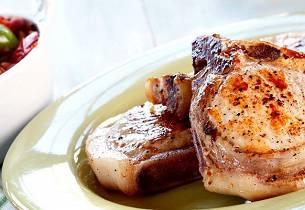 Svinekoteletter med urte- og hvitløksgrønnsaker