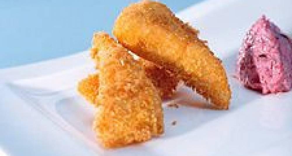 Panert og fritert røye med chips og rødbetesalat