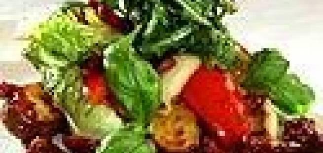 Tomatsalat med urtebakt potet og løk
