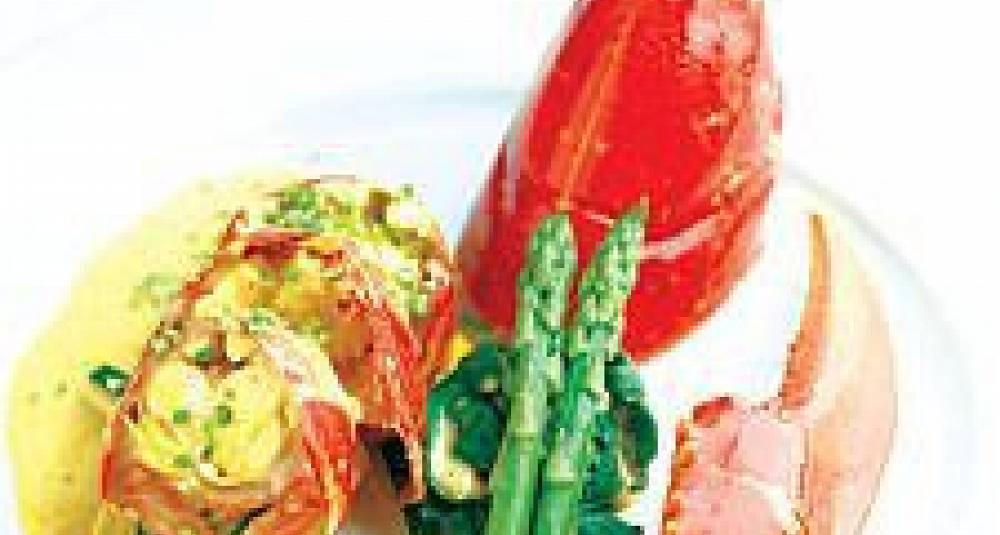 Hummer med spinat og fersk asparges