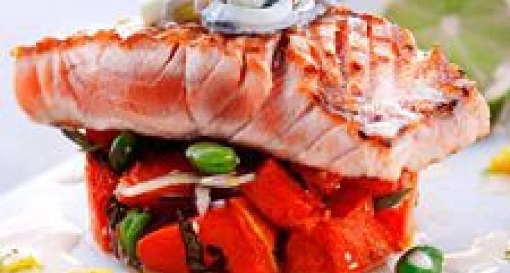 BBQ-laks med gresskarsalat, mangosalsa og agurkdressing