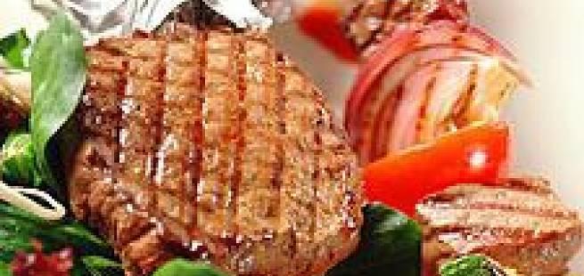 Hvalbiff med sursøt plommesaus, gulrotkrem og ristet skogssopp