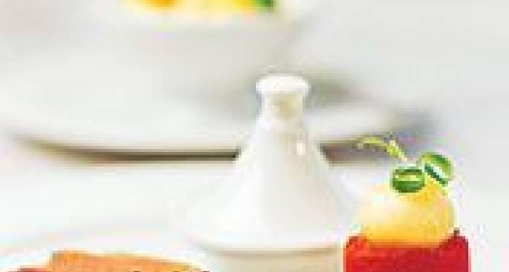 Urtespekket oksefilet fulgt av oksehaletajine, tomattian og honningglasert chippoliniløk, sopp- og bønneragout, pedro ximenez-reduksjon og parmesangratinert potetpuré