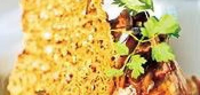 Pannekaker med skogsopp og røkt kolje