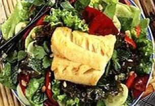 Thaisalat med grillet eller stekt torsk