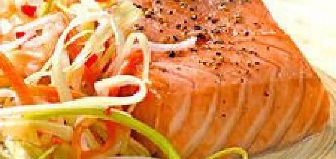 Ovnsbakt laks med syltede grønnsaker og pepperrotkrem