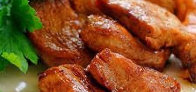 Strimlet svinekjøtt med nøttesaus
