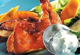 Grillede kyllinglår med tzatziki og båtpoteter