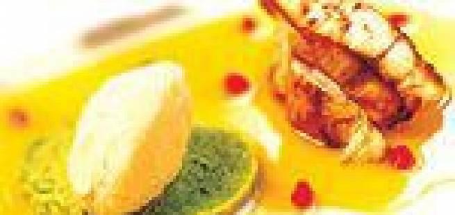 Breiflabb med petit pois-puré, polentaegg og pasjonsfruktcoulis