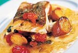 Skinnstekt torsk med kapers og mozzarellabakt tomat