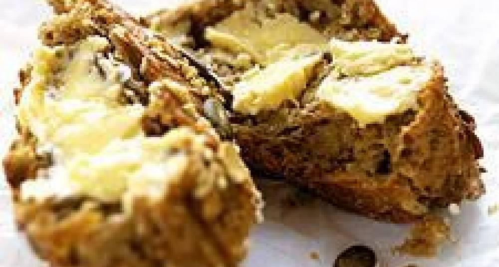 Grovt brød med skjørost