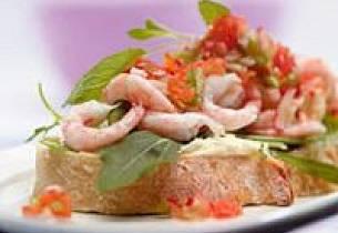 Reke- og krepsesandwich med salsa og aioli