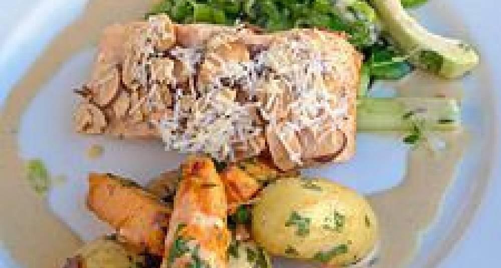 Søt laks med sure grønnsaker og blide poteter
