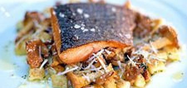Skinnstekt røye med gnocchi, salviesmør og ristet sopp