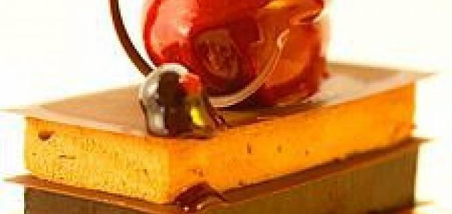 Trio på solbær, sjokolade og hasselnøtter, solbærsorbet og kanel/vanije anglaise