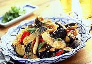 Makrell i wok med rød currypasta