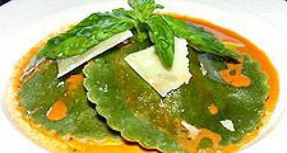 Spinatravioli med gresskarfyll og krabbesaus