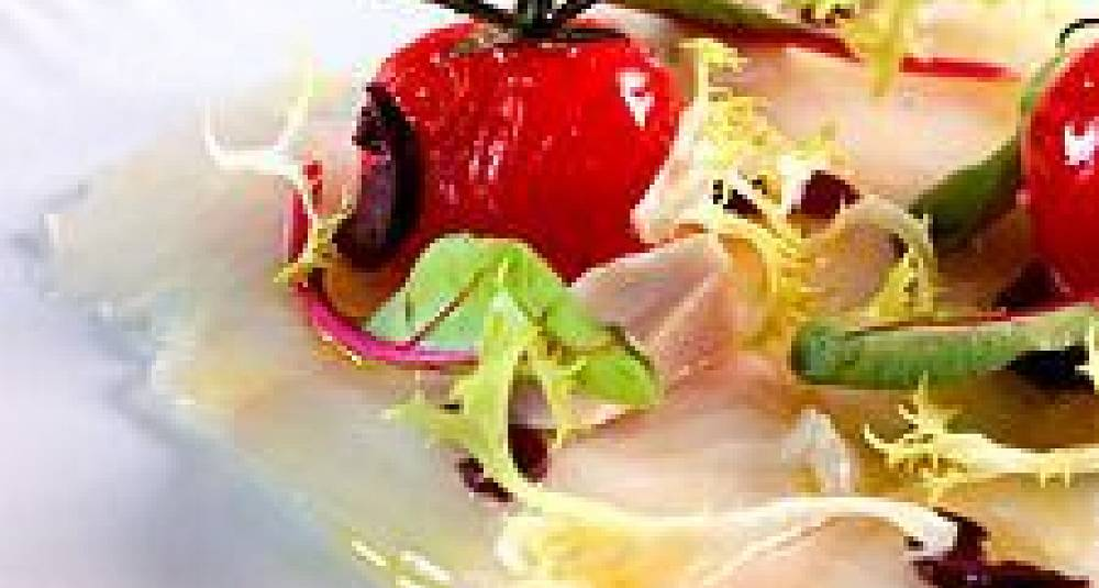 Gravet Norsk Kveitecarpaccio med lune tomater og små salater