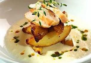Blomkålsuppe med krydderbakte poteter og kyllingfilét
