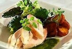 "Kyllingfilét med ""fondant poteter"", ansjos- og persilleolje"