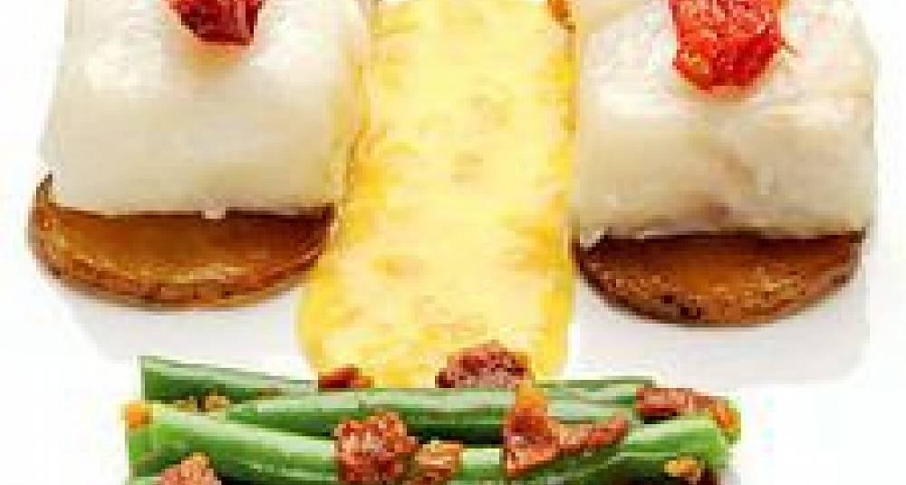 Bakt torsk med peparrot-beurre blanc og brekkbønner med røykt bacon