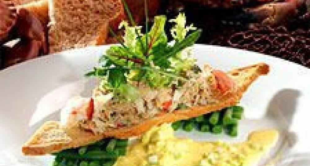 Krabbesalat med aspargesbønner og safransaus