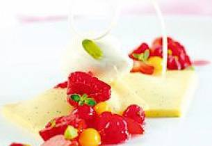 Vaniljeravioli med sjokoladekrem og kryddersyltete bær