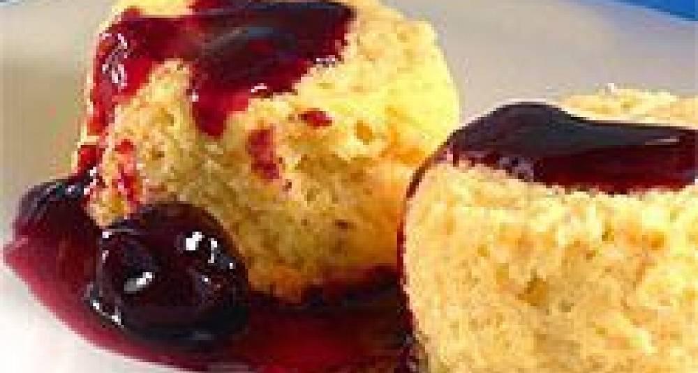 Ovnsbakt dessert med kirsebærsaus