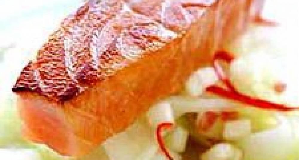 Stekt røykt laks med eple- og fennikelsalat