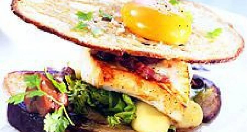 "Norsk Kveite ""steaksandwich"" med syltet sopp og rødbeter"