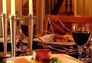 Tournedos av storfe indrefilet med friske grønnsaker, potet Anna, og rødvinssaus