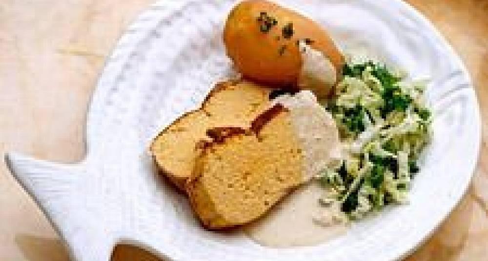 Rognpudding med lun potetsalat og Bois Boudran-saus