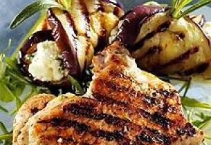 Hvitløk- og rosmarinmarinert kalkunfilet med grillet aubergine og feta